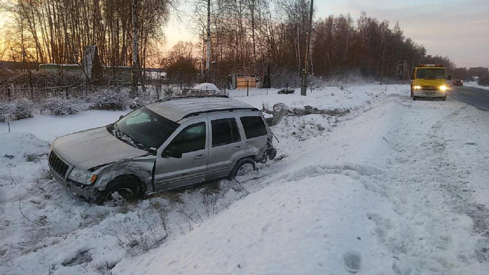 Automašīnas izilkšana no grāvja pēc avārijas