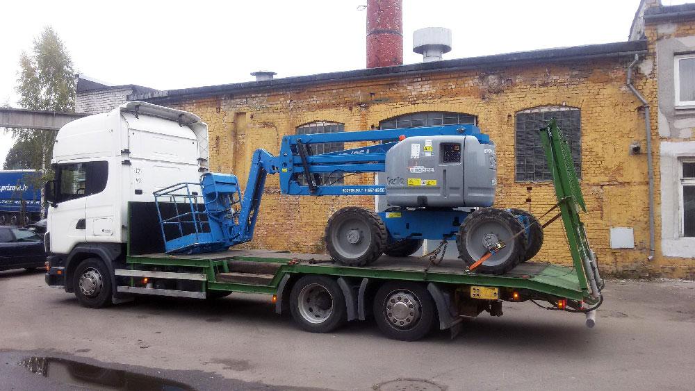 Celtniecības tehnikas transportēšana