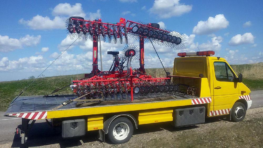 Lauksaimniecības iekārtu transportēšana